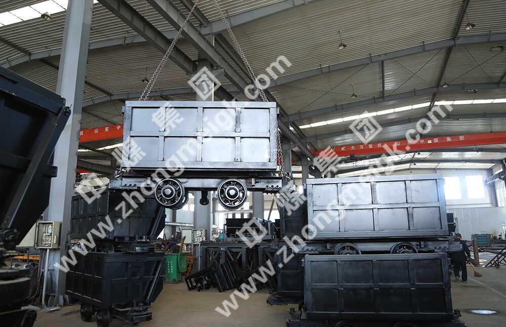 中煤集团一批侧卸式矿车发往重庆